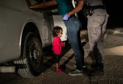 Foto: Nuttev tüdruk piiril /John Moore, Getty Images/